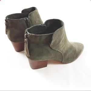 SOLE/SOCIETY olive green suede ankle booties